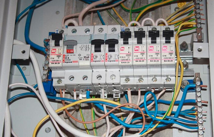 Photo of Создание электросети: как подключить розетку к щитку?